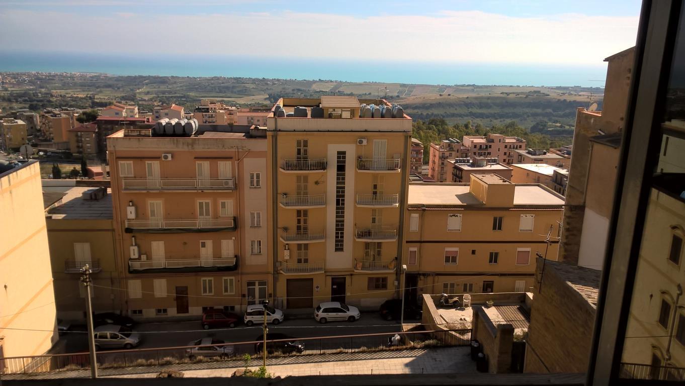 Appartamento in affitto a Agrigento, 5 locali, zona Località: Banca D'Italia, prezzo € 500 | CambioCasa.it