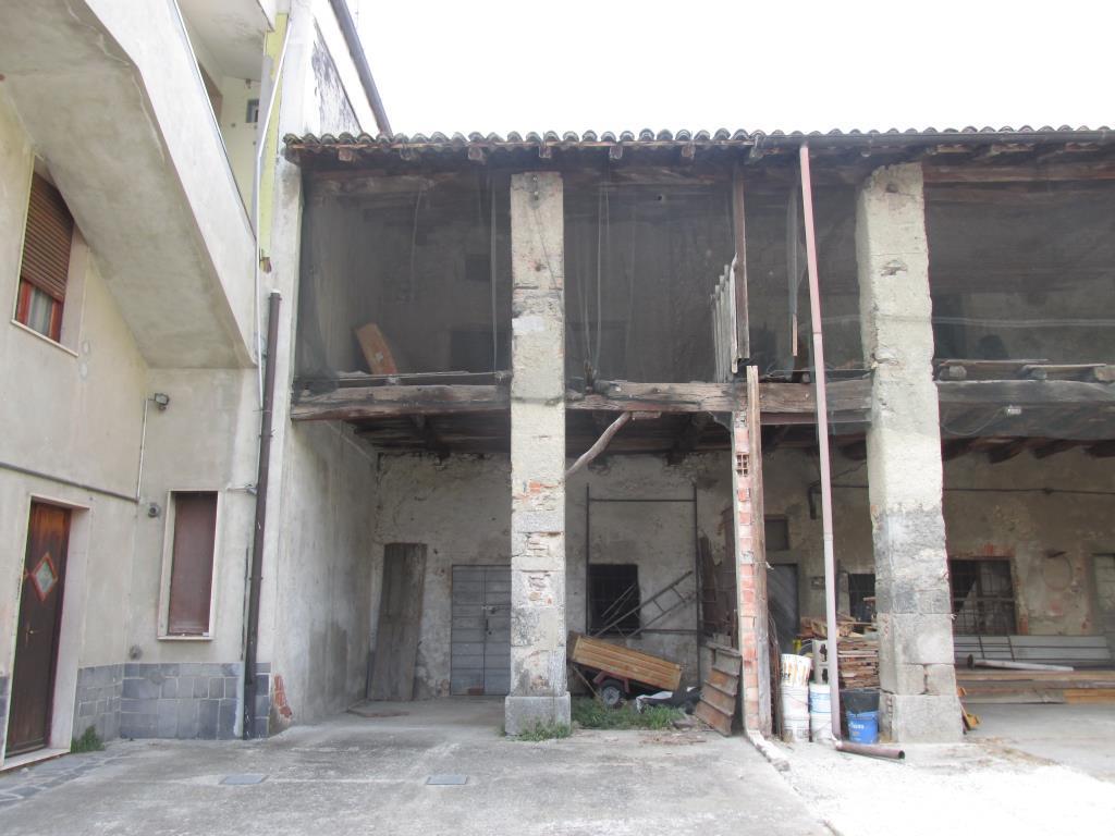 Rustico / Casale in Vendita a Albese con Cassano