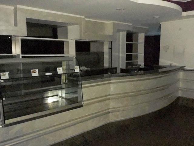 Immobile Commerciale in vendita a Cassano d'Adda, 5 locali, prezzo € 275.000 | PortaleAgenzieImmobiliari.it