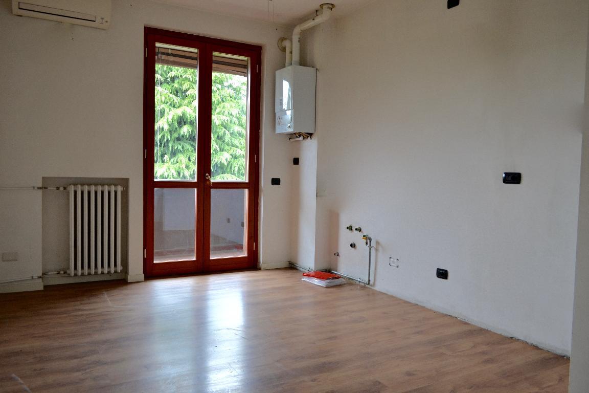 Appartamento in affitto a Caprino Bergamasco, 2 locali, prezzo € 380 | CambioCasa.it