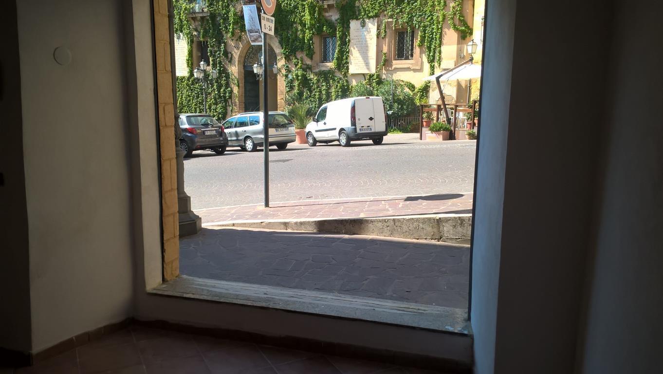 Negozio / Locale in affitto a Agrigento, 2 locali, zona Località: Centro Storico  Piazza Pirandello, prezzo € 580 | CambioCasa.it