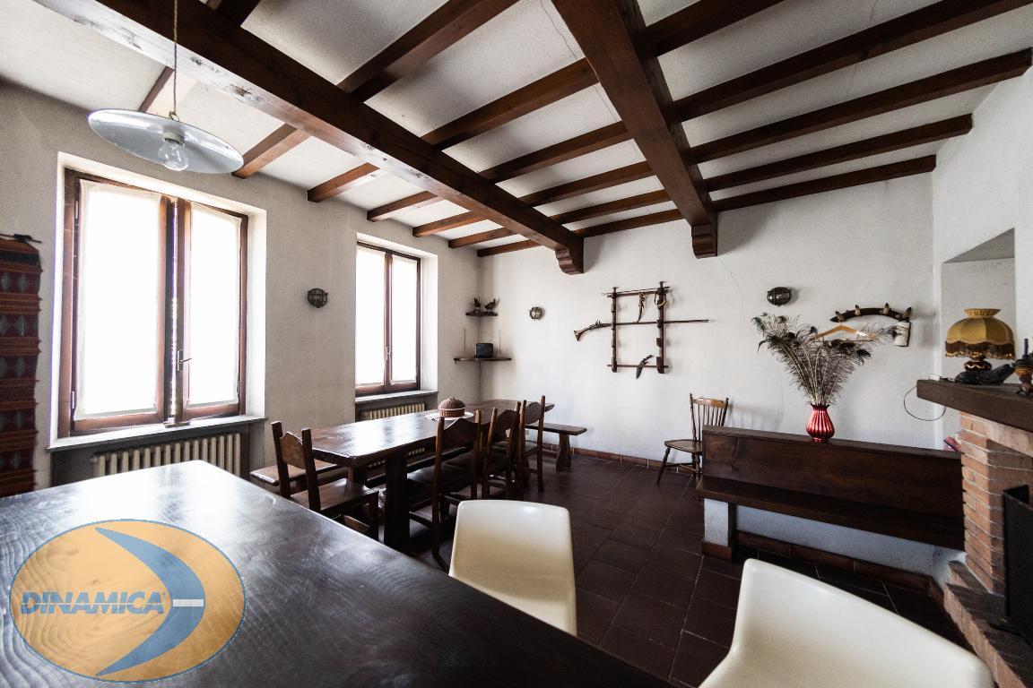 Appartamento in vendita a Cernusco Lombardone, 10 locali, prezzo € 199.000 | CambioCasa.it