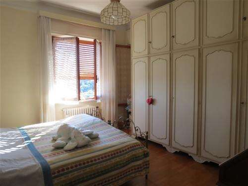 Alassio, primissima collina, vendesi villa con giardino e bellissima vista mare .