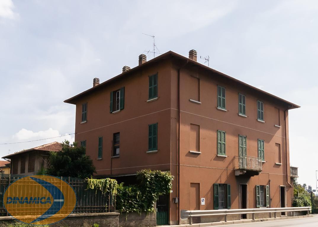 Appartamento in vendita a Cernusco Lombardone, 10 locali, prezzo € 199.000   CambioCasa.it