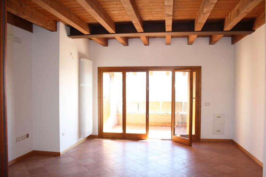 Appartamento ultimo piano in centro storico a Desenzano del Garda