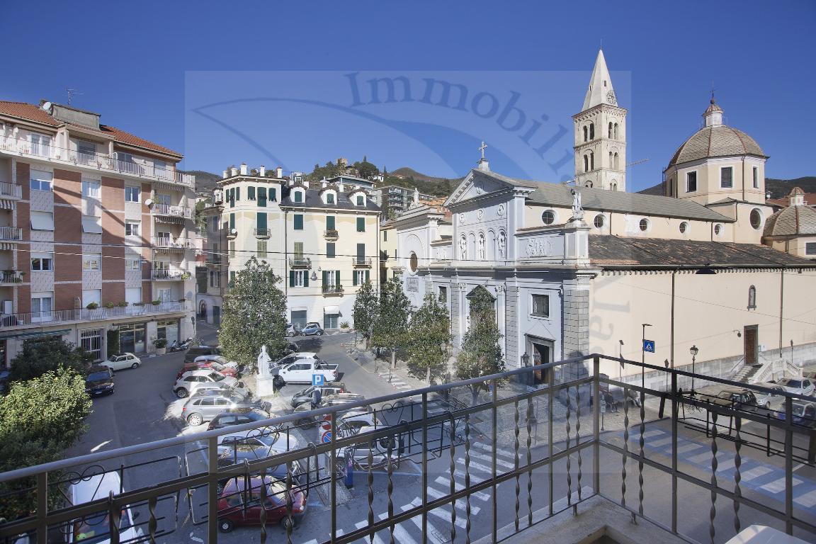 Alassio ... piazza Sant' Ambrogio