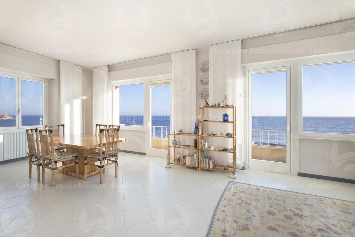 Prestigioso appartamento fronte mare ad Alassio