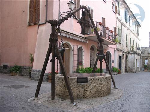 A Villanova D'Albenga, in piccola palazzina, proponiamo comodo bilocale in discrete condizioni.