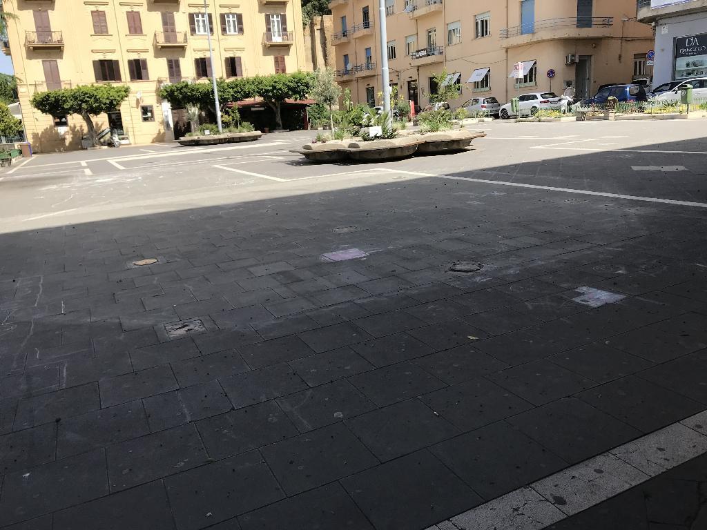 Negozio / Locale in affitto a Agrigento, 6 locali, zona Località: piazza Cavour-viale della Vittoria, prezzo € 1.400 | CambioCasa.it