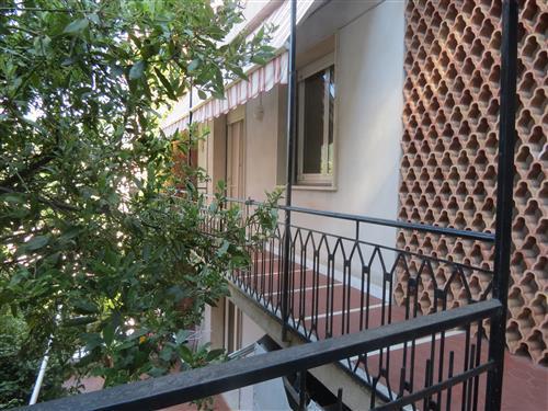 Alassio zona residenziale, tranquilla e immersa nel verde, a pochi minuti dal centro proponiamo in vendita alloggio pronto per essere abitato.