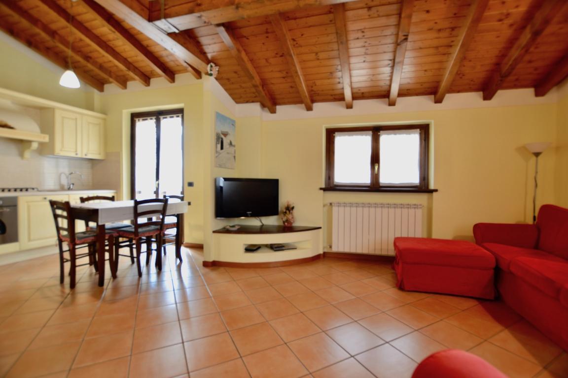 Soluzione Indipendente in vendita a Caprino Bergamasco, 3 locali, zona Località: S. Antonio, prezzo € 180.000 | CambioCasa.it