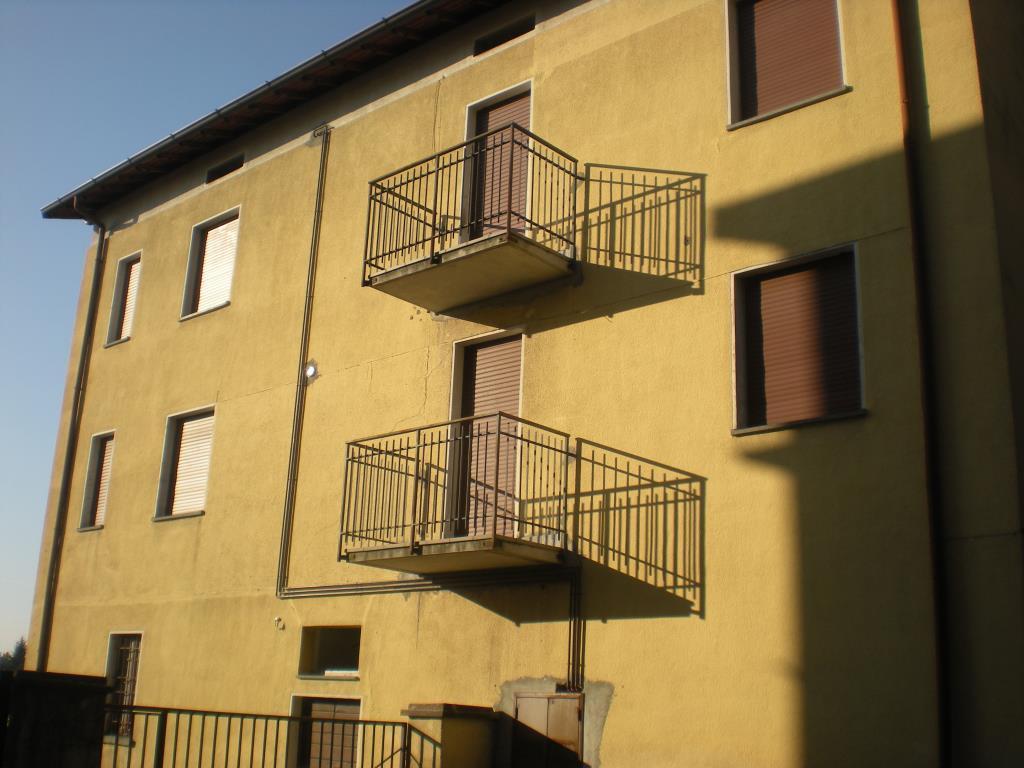 Appartamento in affitto a Albavilla, 2 locali, zona Località: centro, prezzo € 450 | CambioCasa.it
