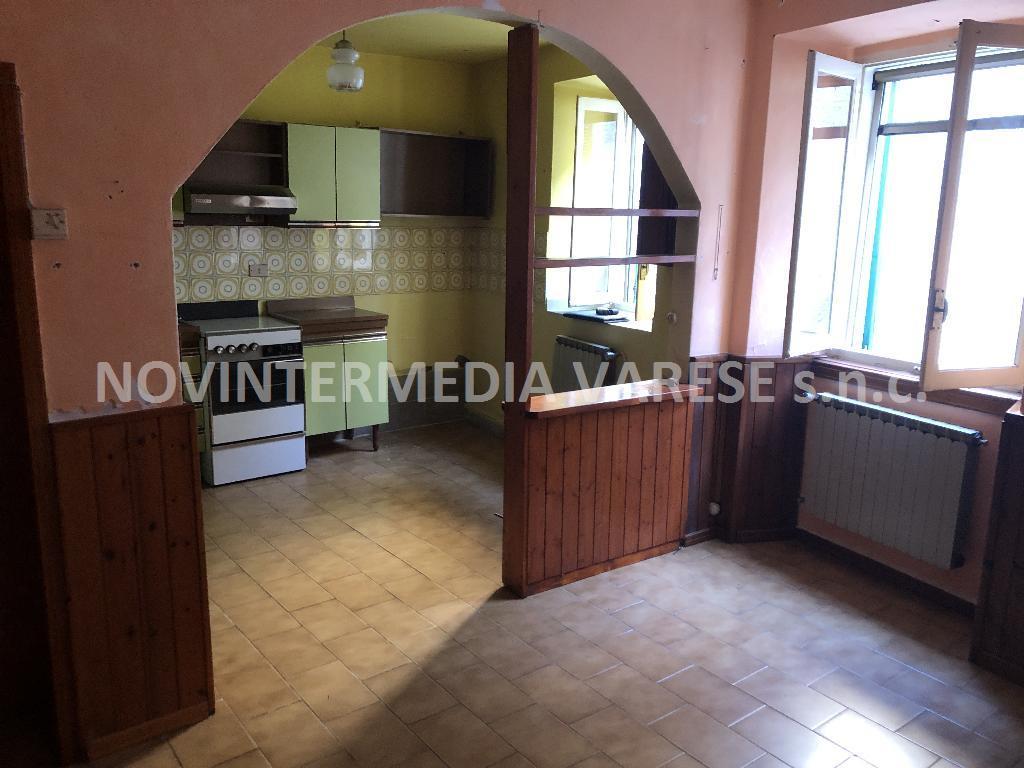 Appartamento in vendita a Azzio, 3 locali, prezzo € 35.000 | CambioCasa.it