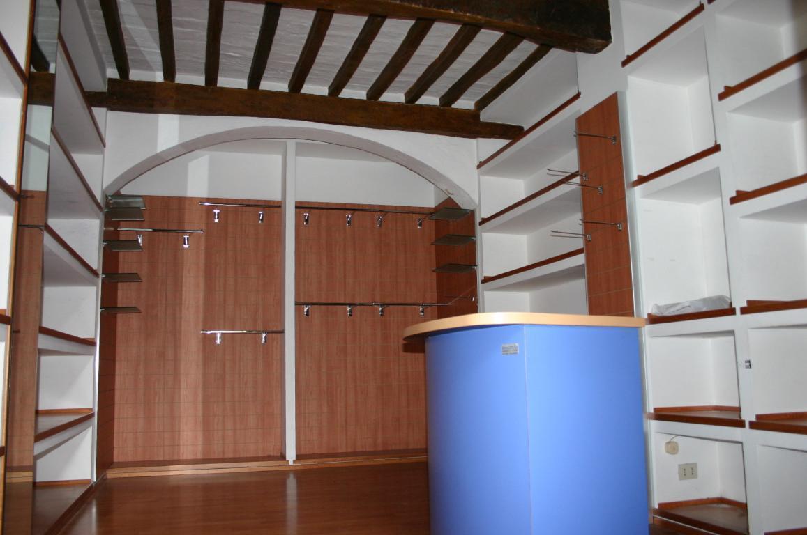 Negozio / Locale in affitto a Asciano, 9999 locali, zona Località: Centro, prezzo € 400 | CambioCasa.it