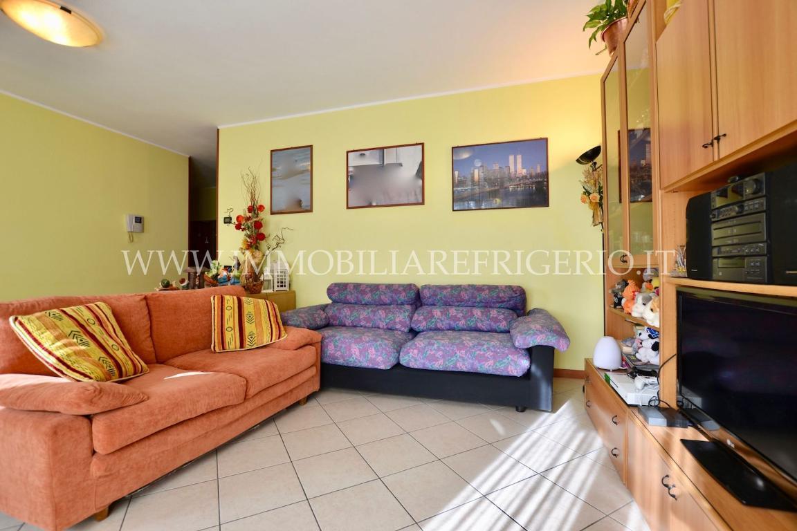 Appartamento in vendita a Caprino Bergamasco, 3 locali, zona Località: Centro, prezzo € 138.000 | CambioCasa.it