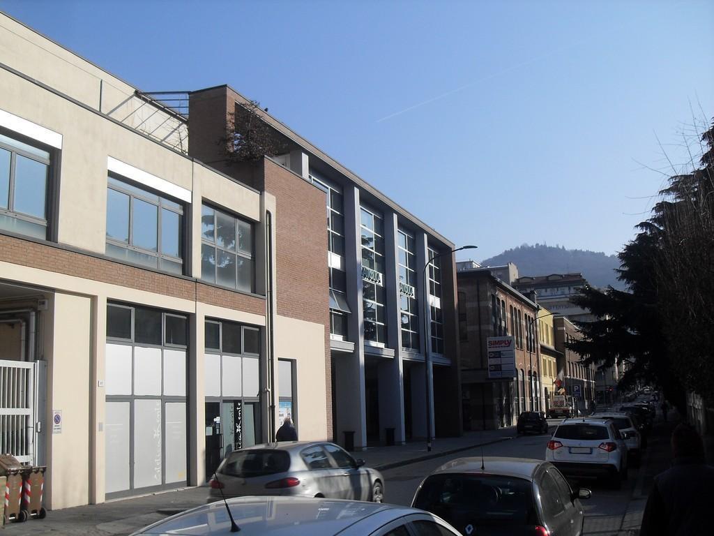 Brescia – Zona Via Crocifissa di Rosa – Ampio ufficio da personalizzare, con due box e comodo parcheggio - 2