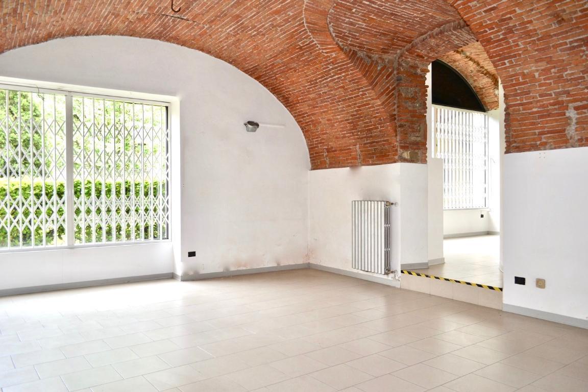 Negozio / Locale in affitto a Caprino Bergamasco, 2 locali, prezzo € 667 | CambioCasa.it