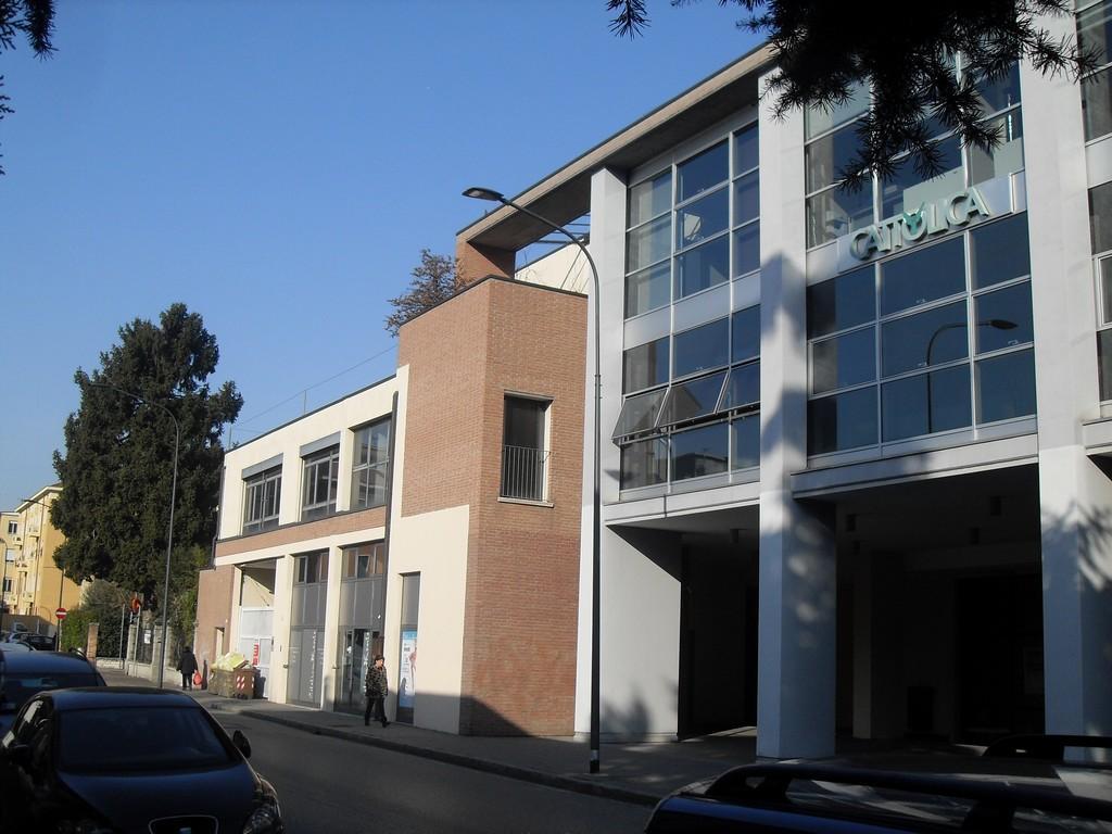 Brescia – Zona Via Crocifissa di Rosa – Ampio ufficio da personalizzare, con due box e comodo parcheggio - 1