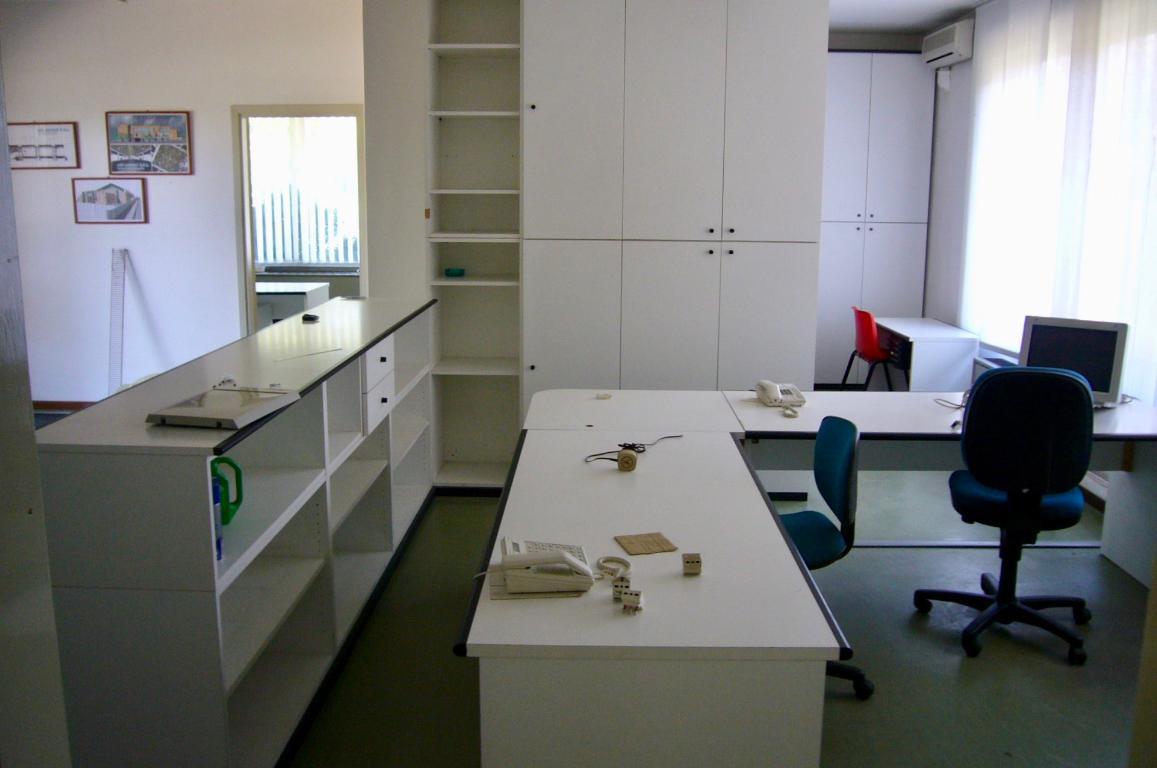 Ufficio / Studio in affitto a Almenno San Bartolomeo, 9999 locali, prezzo € 800 | CambioCasa.it