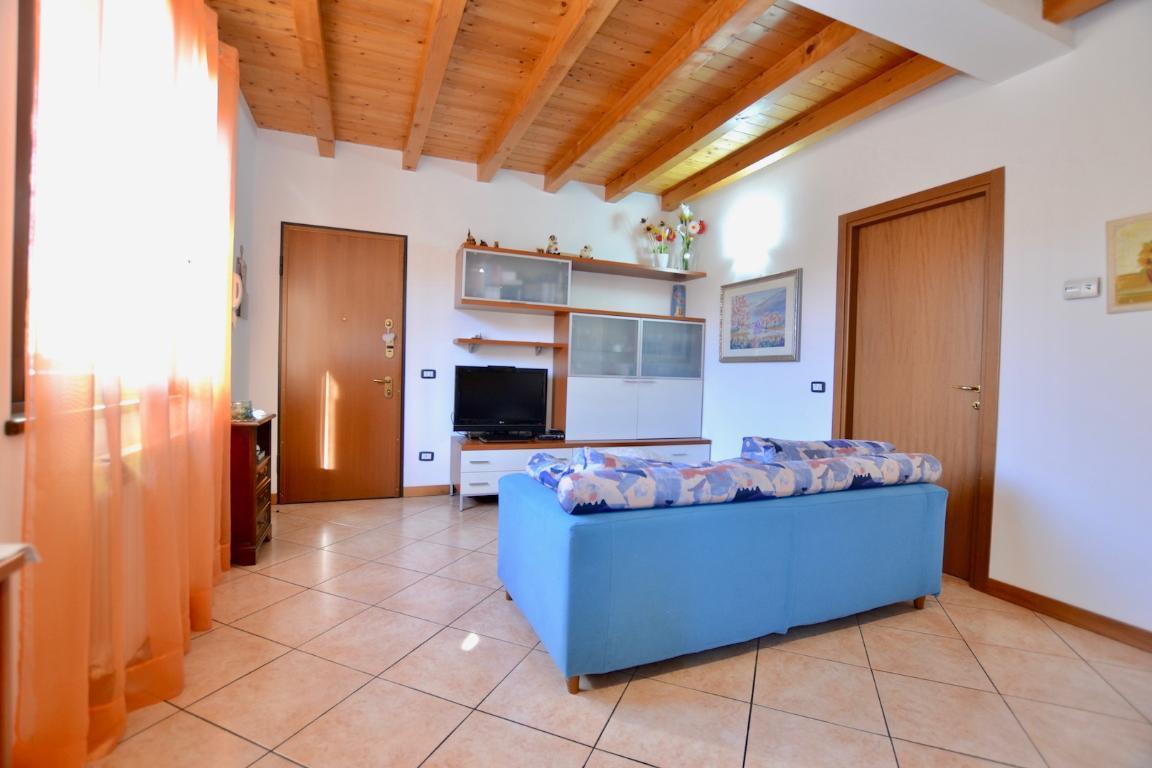 Appartamento in vendita a Cisano Bergamasco, 3 locali, zona Zona: Bisone, prezzo € 89.000 | CambioCasa.it