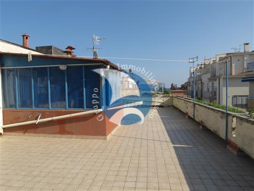 Alassio, vendesi appartamento a pochi passi dal mare con solarium di esclusiva proprietà.