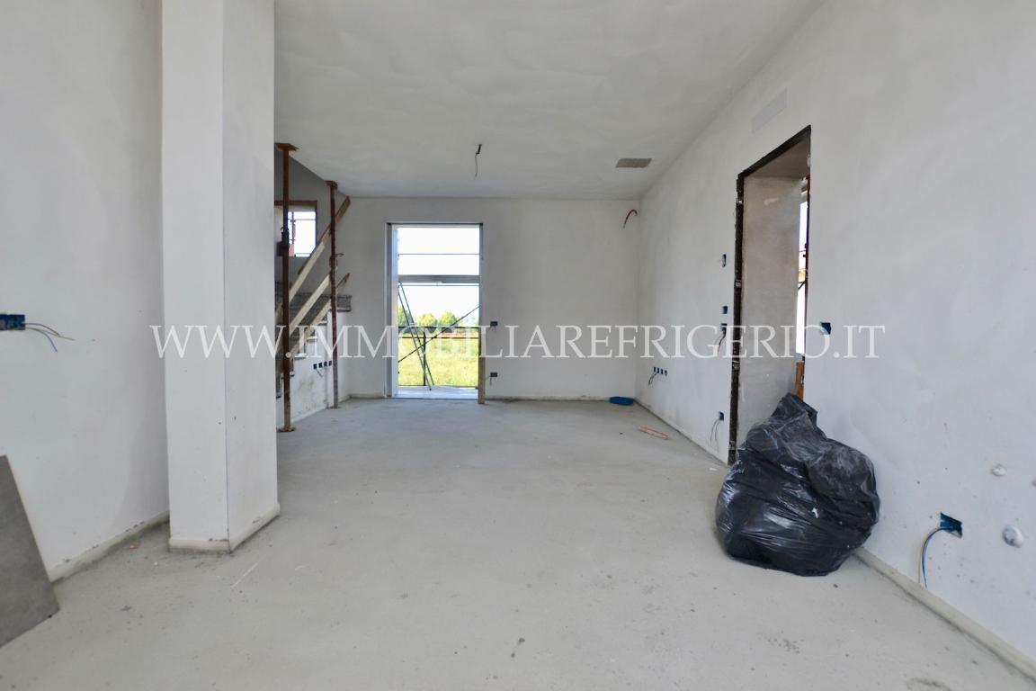 Appartamento in vendita a Mapello, 5 locali, prezzo € 235.000   CambioCasa.it