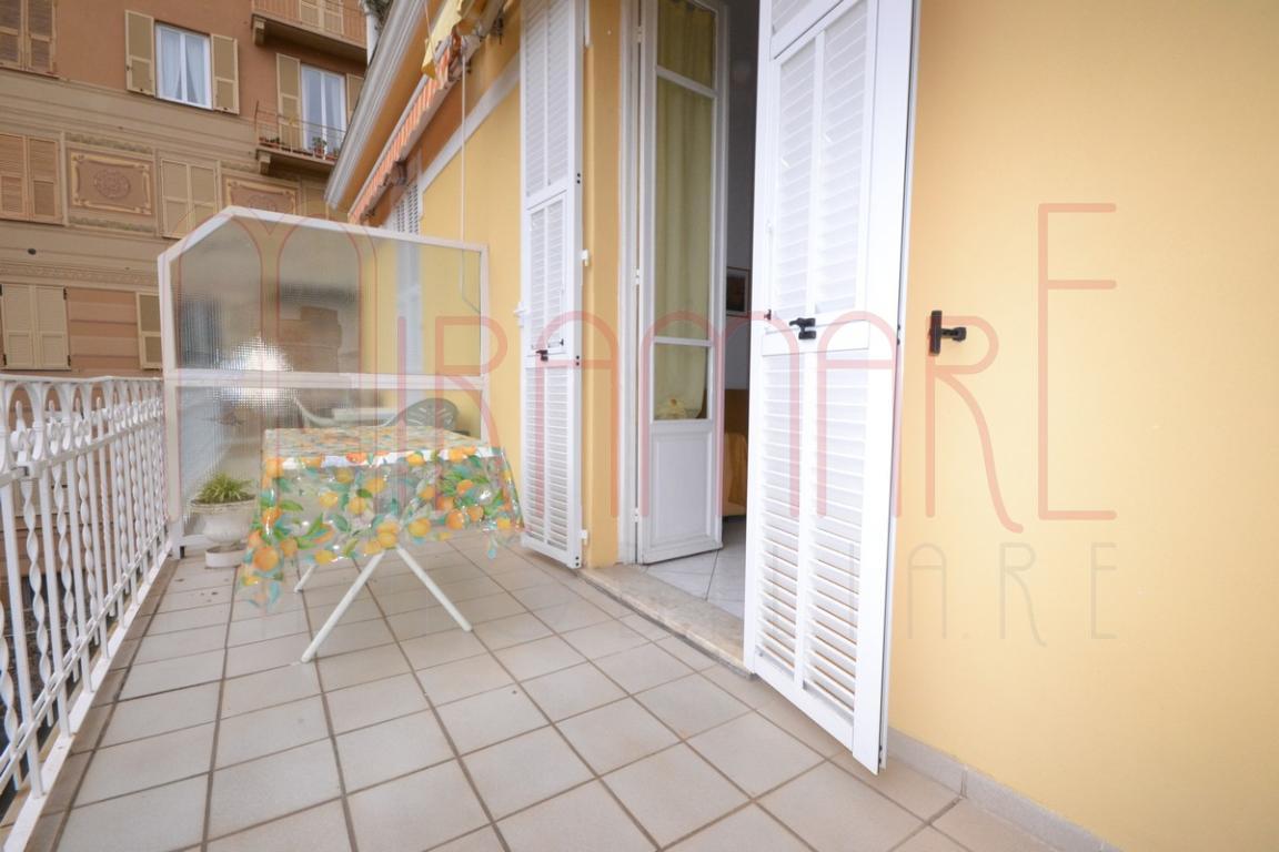 Alassio - Borgo Coscia, bilocale con terrazzo e posto auto