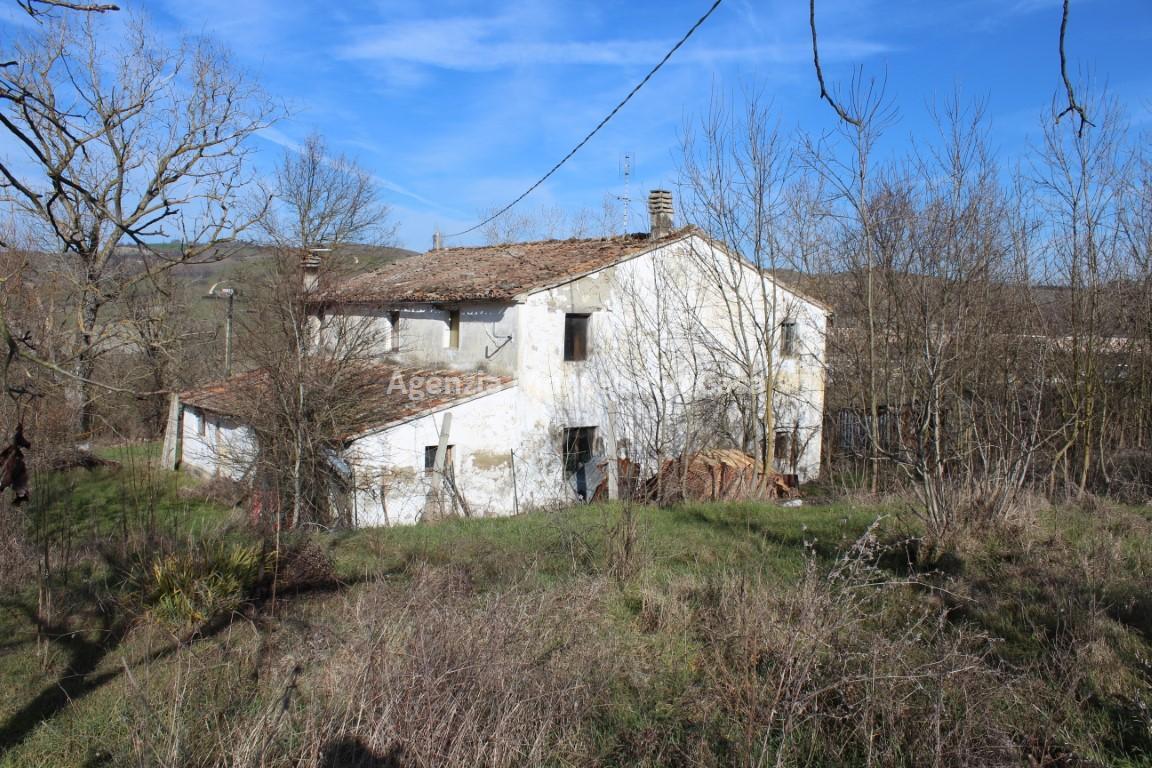 Rustico / Casale in vendita a Urbino, 13 locali, prezzo € 85.000 | CambioCasa.it