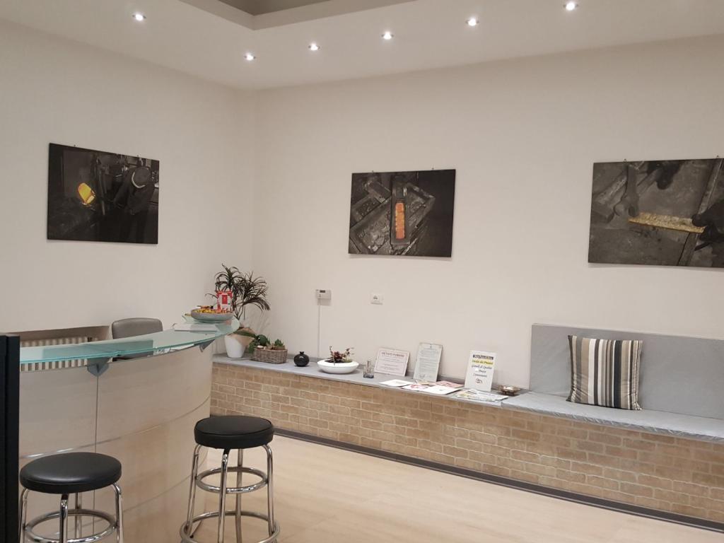 Negozio / Locale in vendita a Faenza, 2 locali, zona Località: ADIACENZE CENTRO STORICO, prezzo € 110.000 | CambioCasa.it