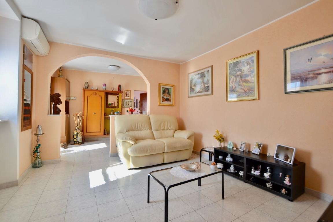 Appartamento in vendita a Caprino Bergamasco, 5 locali, zona Località: Centro, prezzo € 95.000 | CambioCasa.it