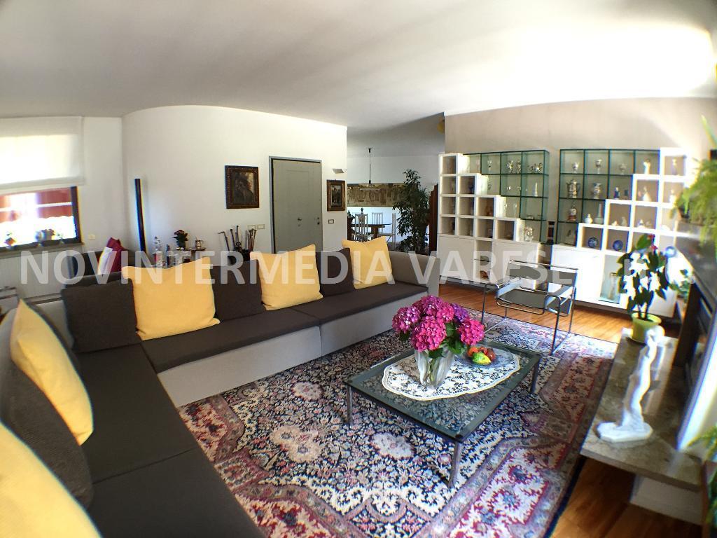 Villa in vendita a Sumirago, 9 locali, prezzo € 575.000 | CambioCasa.it