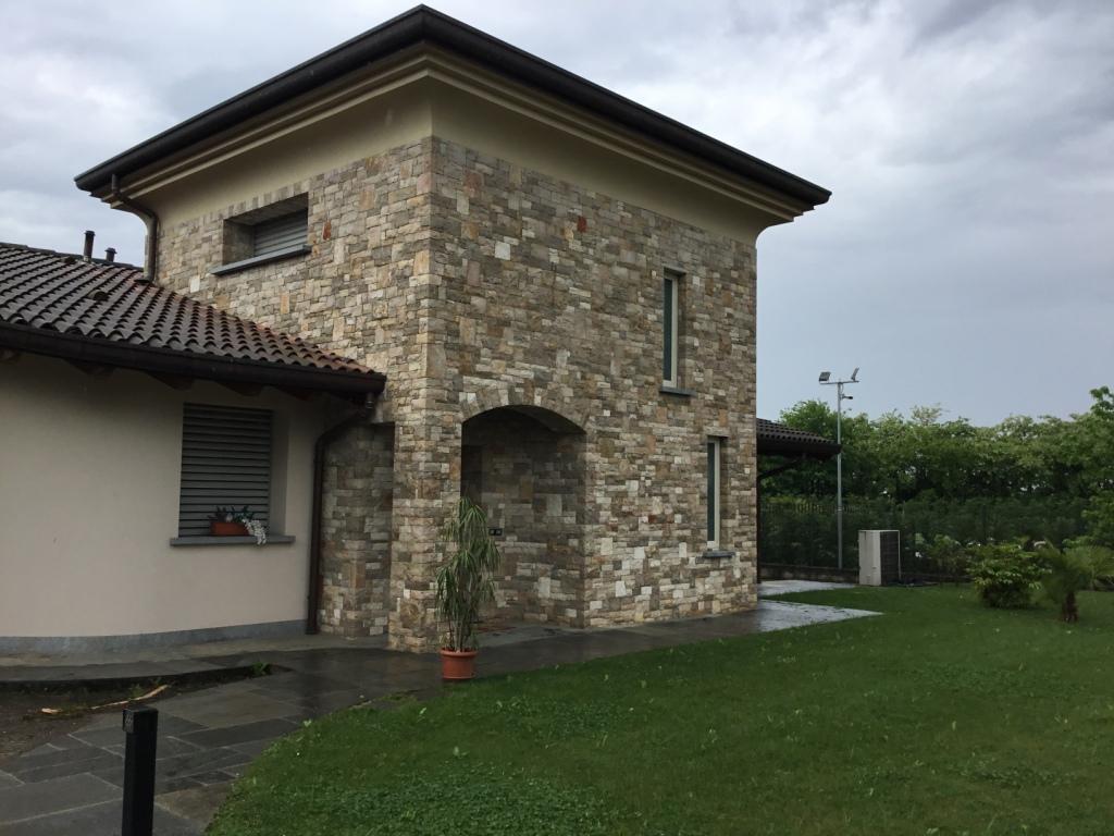 Villa in vendita a Palosco, 5 locali, prezzo € 490.000 | CambioCasa.it