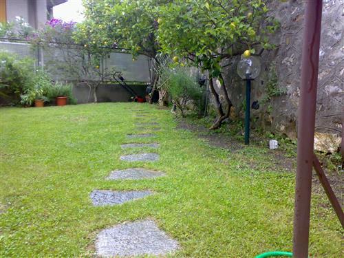 Ampi alloggio con giardino a San Rocco