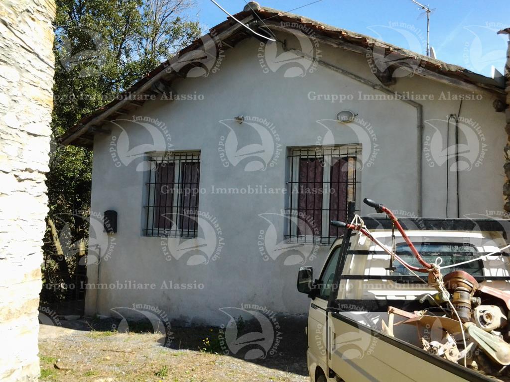 Ortovero Frazione Pogli, vendesi casa con terreno
