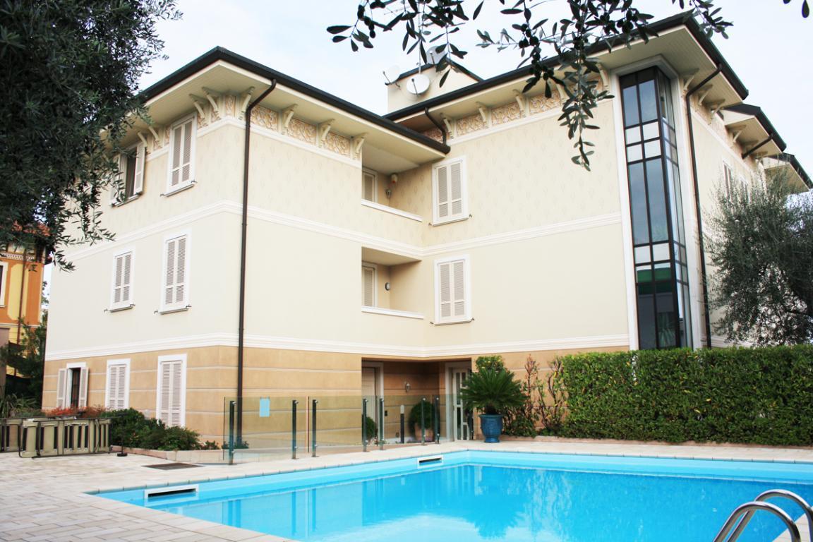 Appartamento in villa con piscina a Desenzano del Garda