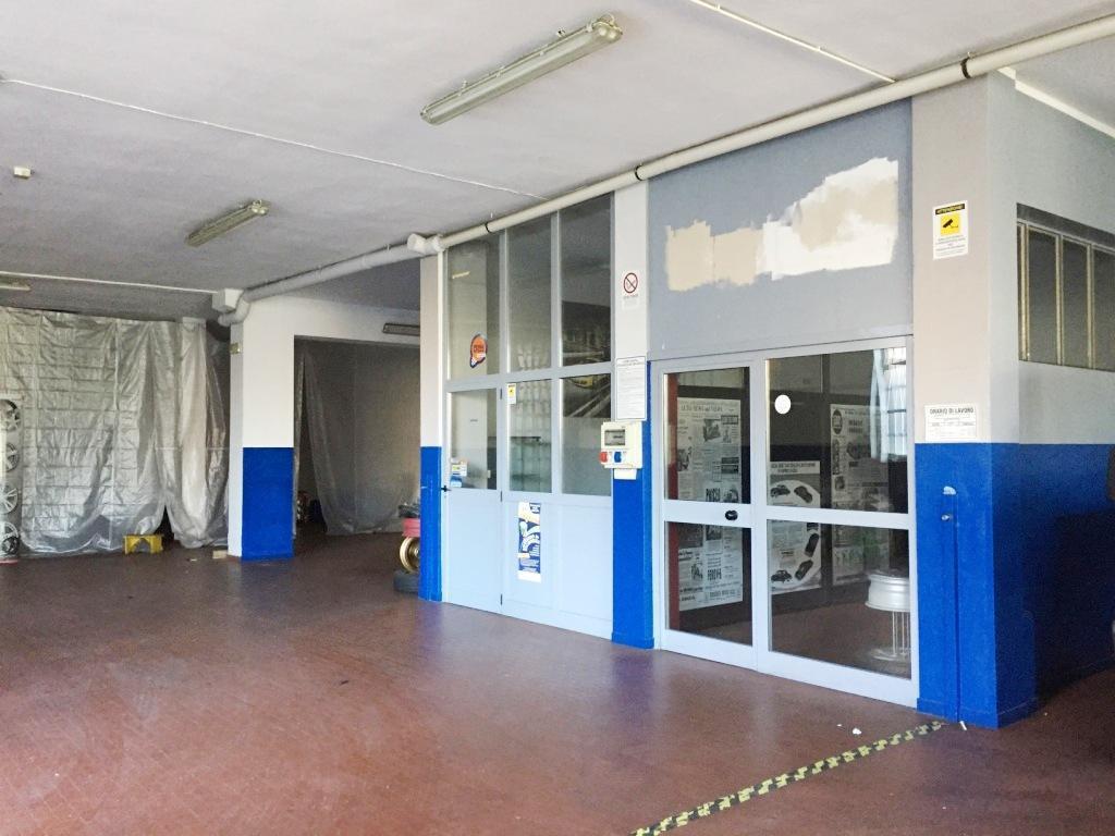Capannone in affitto a Vaprio d'Adda, 9999 locali, prezzo € 2.000 | CambioCasa.it