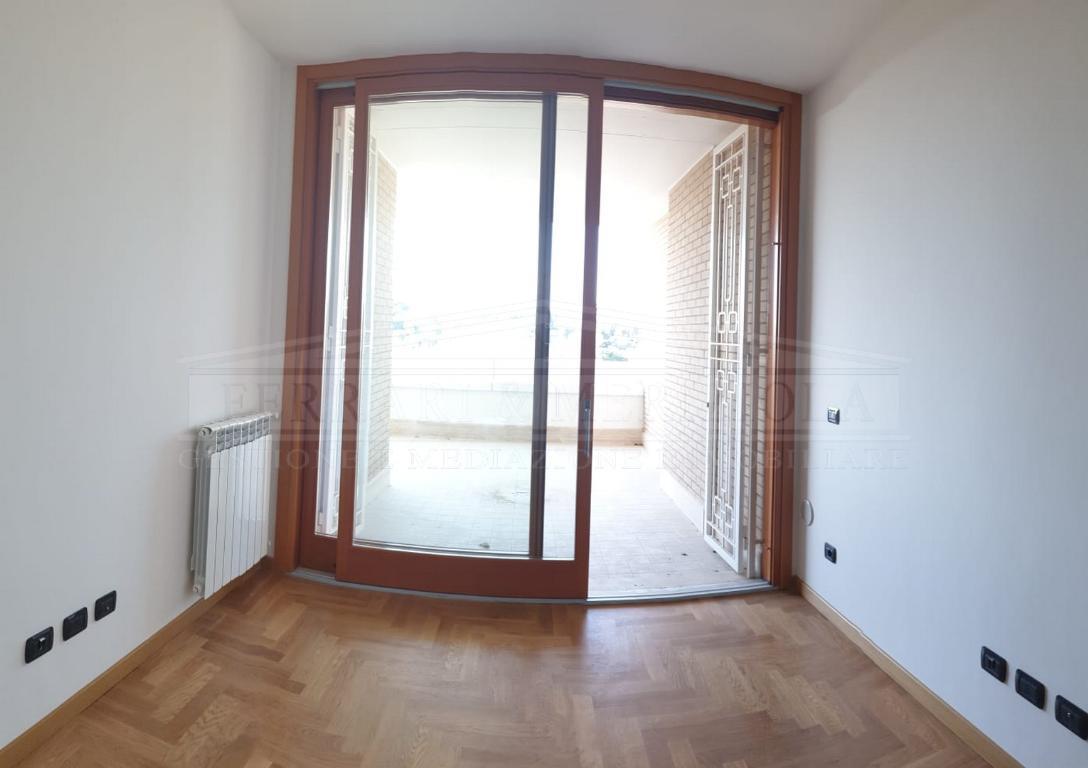Affitto appartamento a roma in via riva ligure quartiere for Roma in affitto