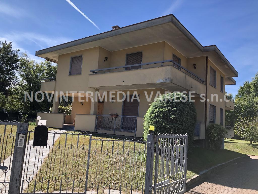 Villa Bifamiliare in vendita a Daverio, 10 locali, prezzo € 385.000 | PortaleAgenzieImmobiliari.it
