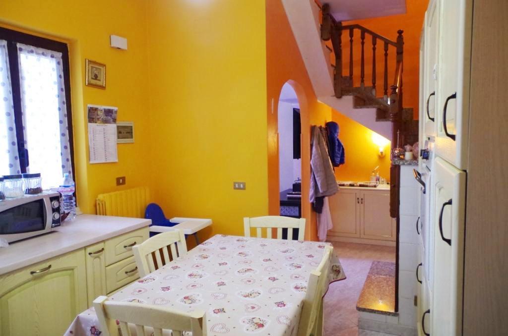 Soluzione Indipendente in vendita a Trezzano Rosa, 3 locali, prezzo € 95.000 | PortaleAgenzieImmobiliari.it