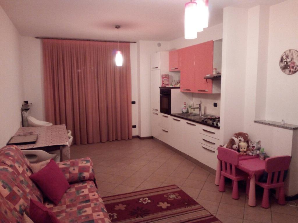 Appartamento in vendita a Cassano d'Adda, 4 locali, prezzo € 150.000 | CambioCasa.it