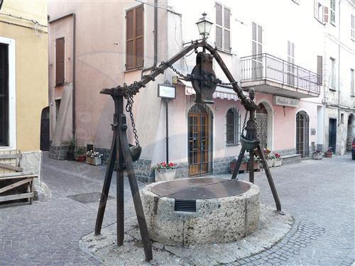 Villanova d'Albenga, porzione di casa da terra a cielo.