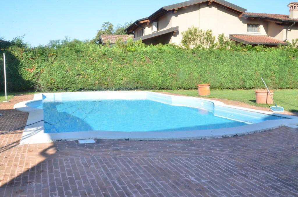 Elegante villa singola con ampio giardino e piscina - 14