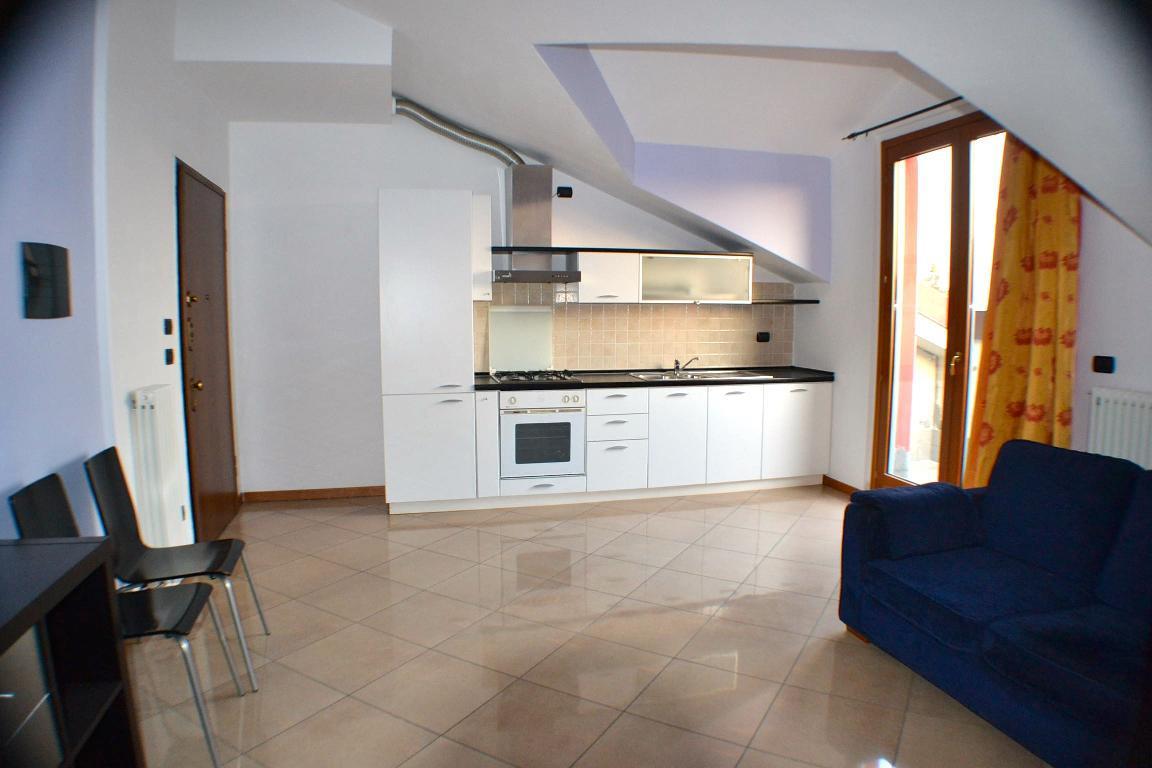 Appartamento in affitto a Paderno d'Adda, 2 locali, prezzo € 450 | CambioCasa.it