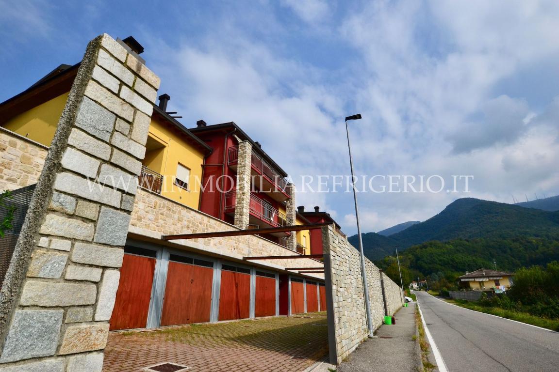 Appartamento in vendita a Caprino Bergamasco, 3 locali, zona Località: S. Antonio, prezzo € 178.000 | CambioCasa.it