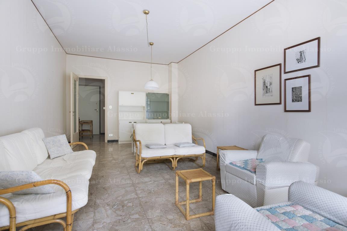 ampio appartamento in zona signorile