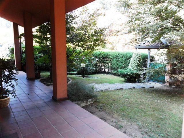 Villa in vendita a Casatenovo, 4 locali, zona Località: Ipermercato Bennet, prezzo € 430.000 | CambioCasa.it
